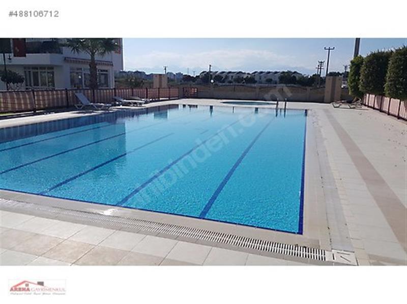 Kemerağzı Kundu Larakent Sitesinde Satılık 4+1 Tripleks Villa