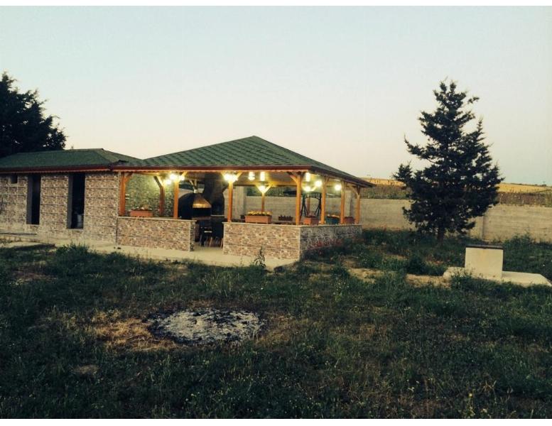 Fenerköyde Hazır Çiftlik Evi Ve Ahırları