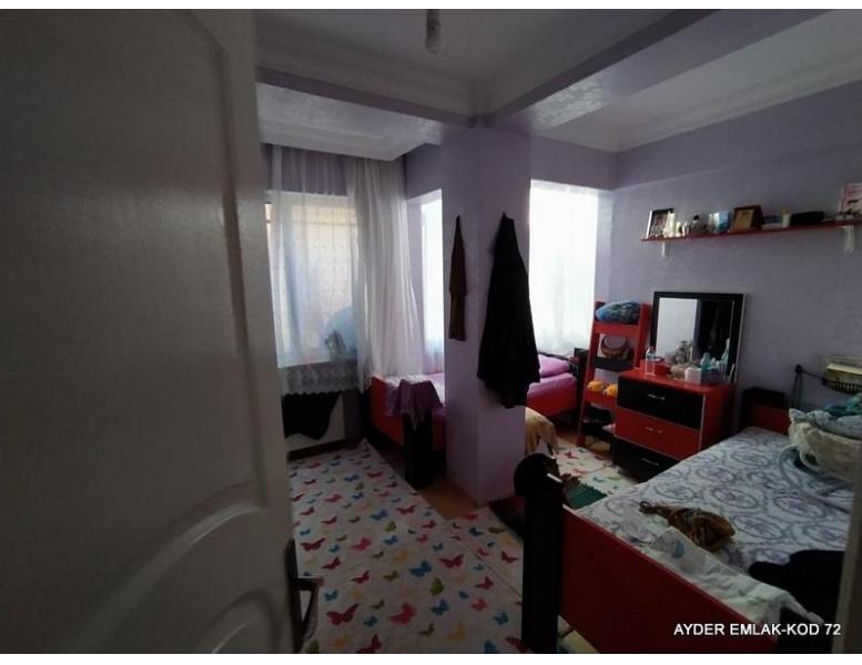 İstanbul Bahçelievler zafer mah de satılık 125 m² 3+1 -1. kat daire