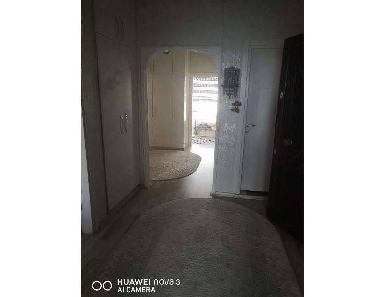 Metrobüsün dibinde Site içersinde özel yapım tamirli satılık 3+1 daire