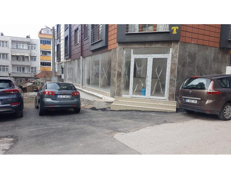 17 Eylül Mahallesinde 400M2 Depolu Kiralık Dükkan