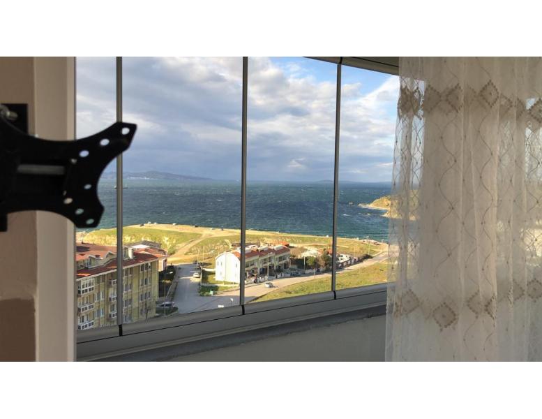 Hacı Yusuf Mahallesinde Deniz Manzaralı 1+1 Eşyalı Kiralık Daire